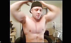Cute str8 bodybuilder jerking off in front of a webcam