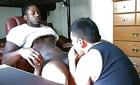 Servicing a hot str8 black dude