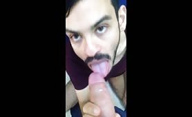 Sucking a straight guy and swallowing his cum