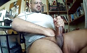 Str8 giant cock daddy shoots a huge load